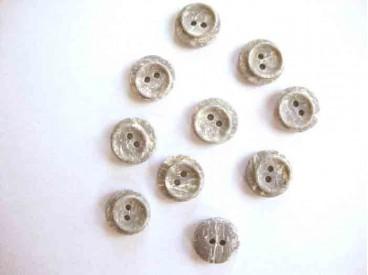 Een kleine kunststof knoop steenlook grijs met een doorsnee van 12 mm.
