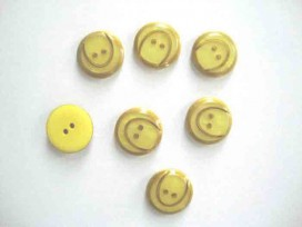 Kunststof knoop met boog Geel 18mm. 838-S10