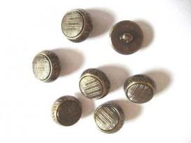 Metal look knoop Oud goud met motief 22 mm. ml 1122
