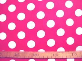 Rode katoen met grote witte stippen. Doorsnee stip is 22 mm. 100% katoen 1.44 mtr. breed 110 gr/m2