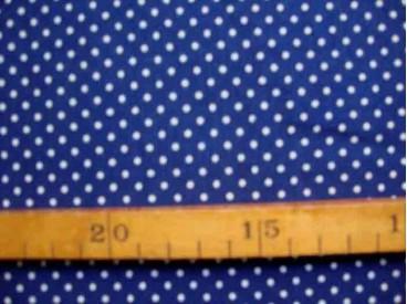 Kobalt kleurige soepelvallende babyrib corduroy met kleine witte stipjes . 100% katoen 1.45 meter. breed 145 gr/m2 21 Wales