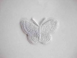 Een opstrijkbare vlinder applicatie van 3 x 2.5 cm. Wit
