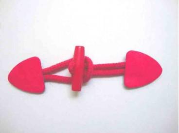 Pink kleurige opnaaibare houtje/touwtje sluiting. 15 x 4 cm.