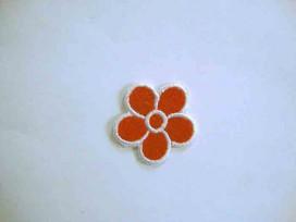 Rode bloem applicatie met wit randje