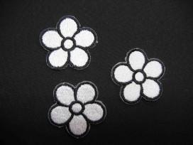 Witte bloem  applicatie met zwarte rand groot