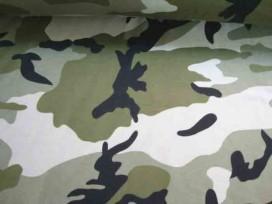 Deze tricot heeft 2 lichte legergroene tinten met zwart. 96%katoen/4% elastan 1.50 mtr. breed 220 gr/M2