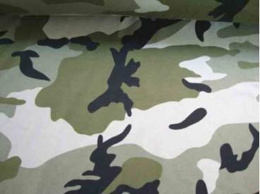 Deze tricot met legerprint  heeft 2 lichte legergroene tinten met zwart. 96%katoen/4% elastan 1.50 mtr. breed 220 gr/M2