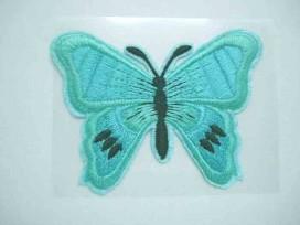 Een mint kleurige vlinder applicatie van 7 x 6 cm.  Om te plakken of te strijken, 2 in 1.