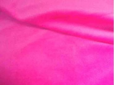Een soepelvallende pink kleurige minky stof. Rekt iets in de breedte, maar niet in de lengte. 100% Polyester  1.60 mtr. breed  2