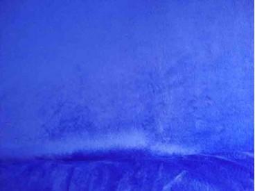 Een soepelvallende kobalt kleurige minky stof. Rekt iets in de breedte, maar niet in de lengte. 100% Polyester  1.60 mtr. breed
