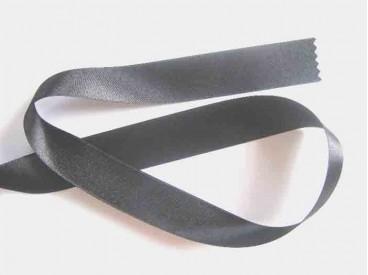 Donkergrijs satijnlint dubbelzijdig van 40 mm. breed.