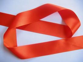 Oranje satijnlint dubbelzijdig van 50 mm. breed.