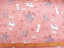 Een oudroze tricot met konijntjes. Rekt in de breedte en in de lengte. 95% katoen/5% elastan  1.50 mtr.breed