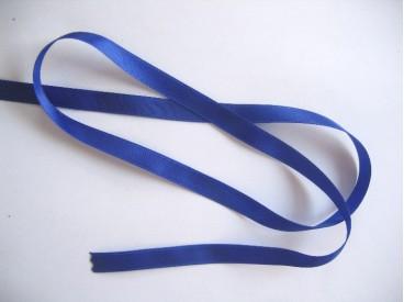 Kobaltkleurig satijnlint dubbelzijdig van 8 mm. breed.