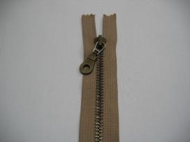 Zand kleurige antiek messing rits 50 cm. lang deelbaar