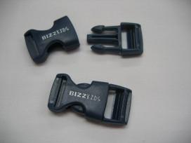 Insteekgesp van Bizzkids tassluiting van kunststof  Blauwe kleine insteek gespsluiting.  Voor 15 mm band  40x18mm.